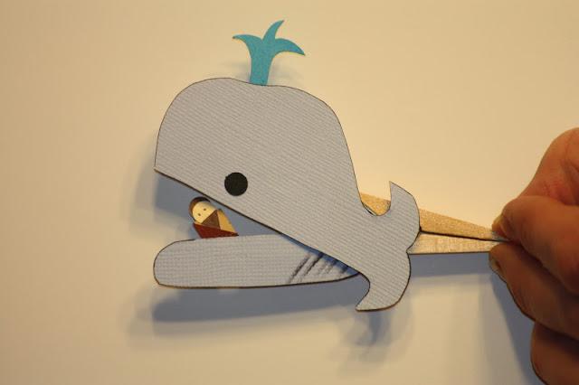 marionetas para ilustrar la historia de jonás y la ballena avanza